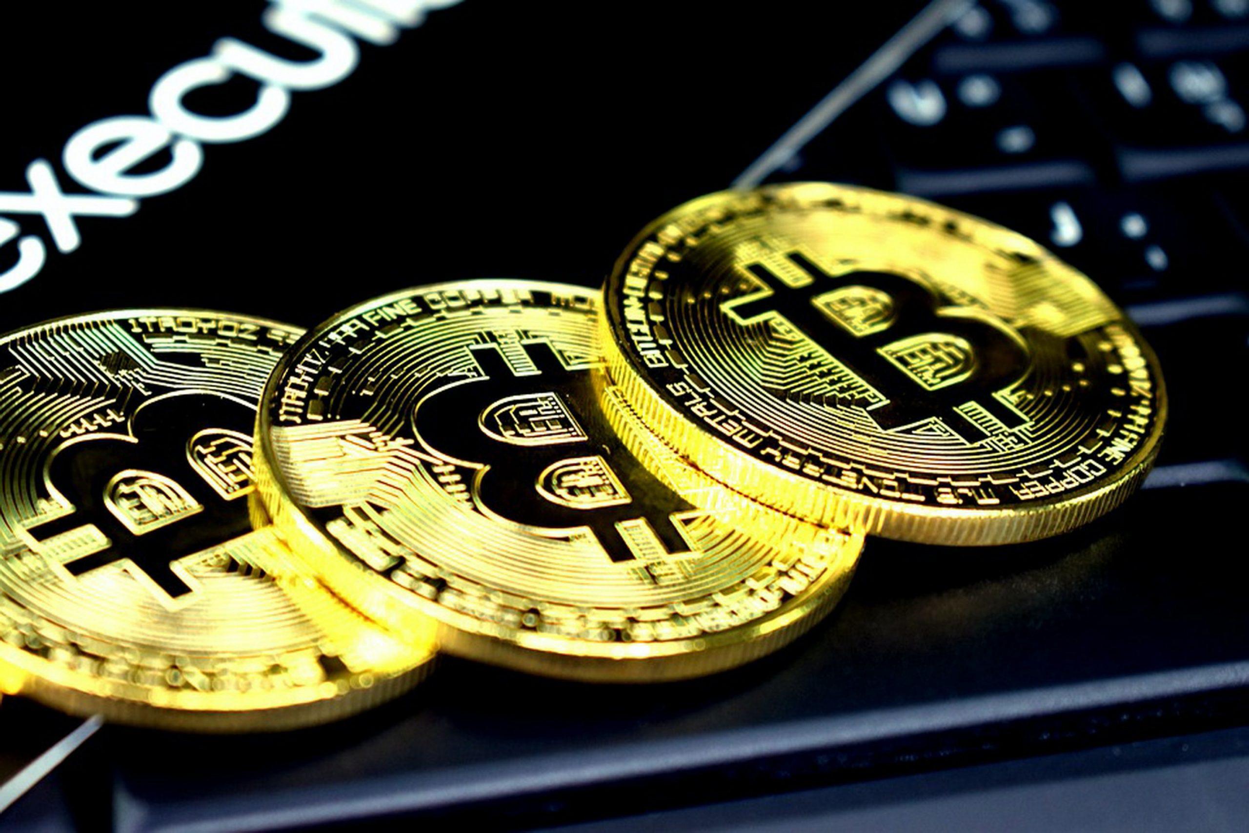 Bitcoin hits $10k
